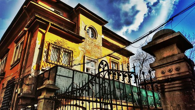 SofiaSofia Bulgaria Old House Verfallen Verfall Haunted House Haunted Beutiful  Old But Awesome Old Beauty Colour Of Life The Magic Mission