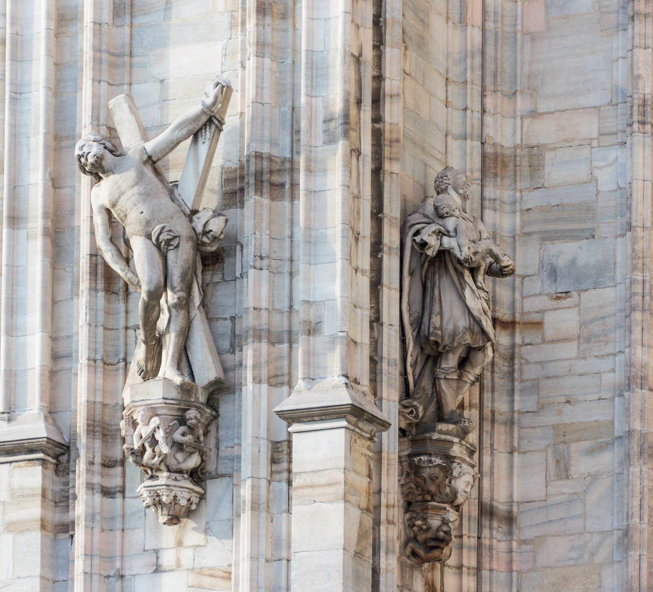statue, sculpture, human representation, architecture, male likeness, building exterior, built structure, monument, day, travel destinations, no people, history, low angle view, outdoors, city
