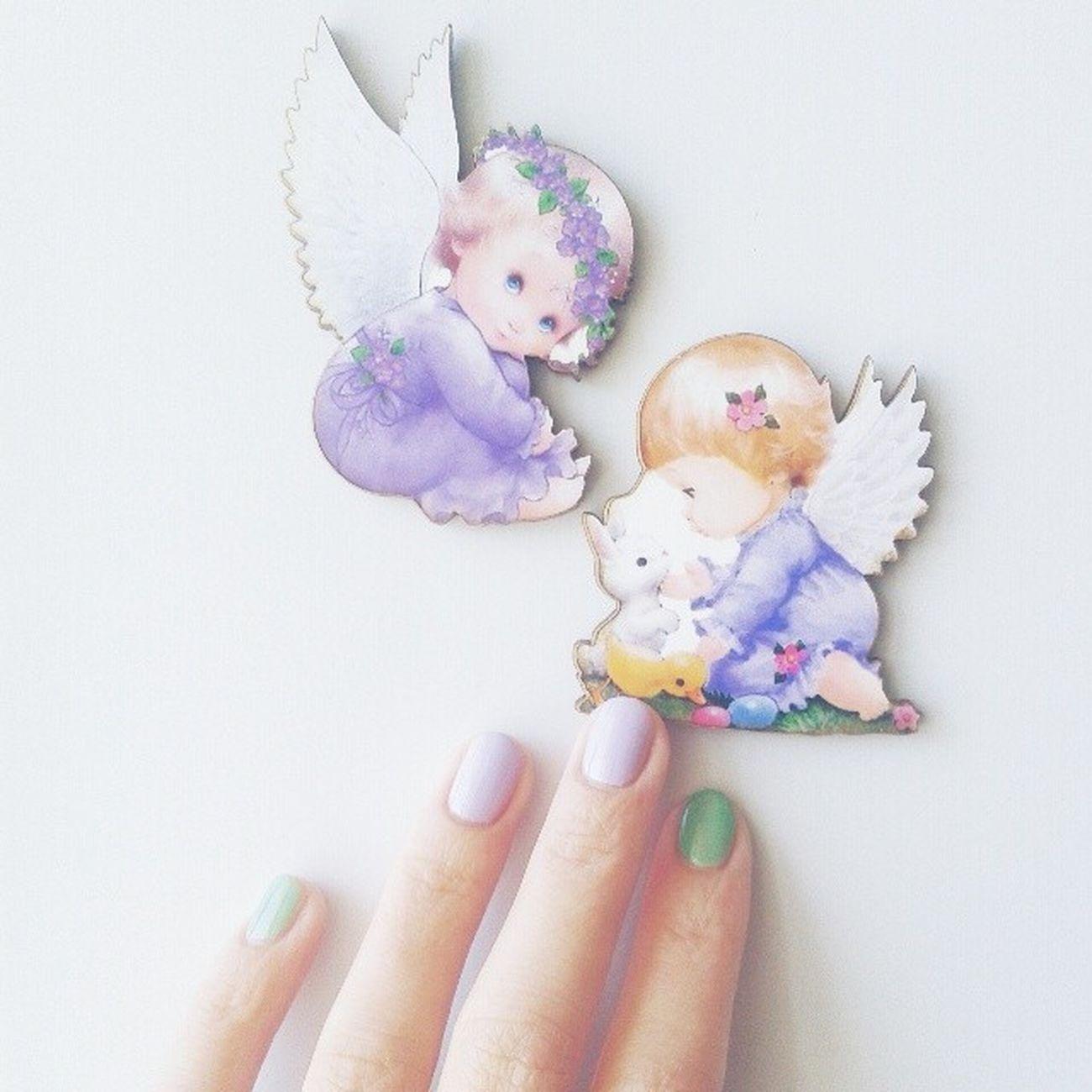 На холодильнике поселились ангелочки, а в холодильнике повесилась мышь, в такой мороз даже до магазина и на машине как-то безперспективняк))) ябыспасламирнояещевпижаме