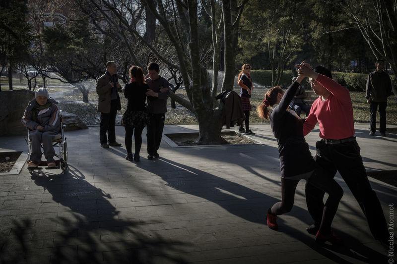 RITAN PARK ASIA Beijing Beijing, China China China Photos Chinese Contrast Dancing Fujifilm FUJIFILM X-T2 Fujifilm_xseries Park Pekin Pekingese People Ritan Social Gathering Street Street Photography Streetphotography