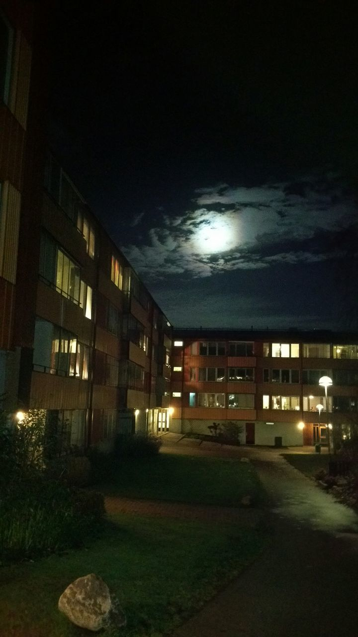night, architecture, moon, city, building exterior, illuminated, sky, no people, nature, outdoors