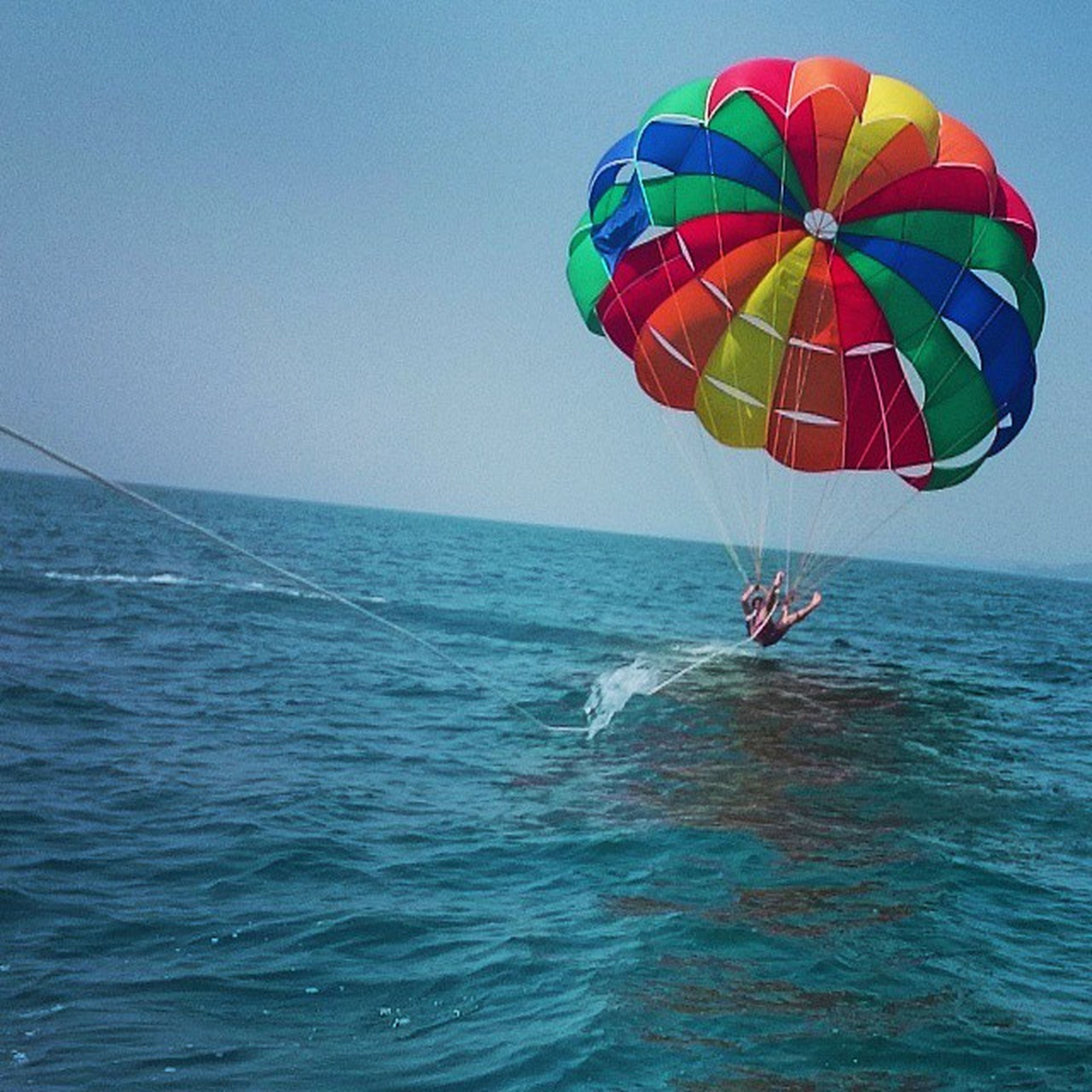 sea, water, horizon over water, leisure activity, clear sky, waterfront, blue, parachute, vacations, transportation, adventure, extreme sports, scenics, copy space, tranquility, sport, tranquil scene, lifestyles, beach