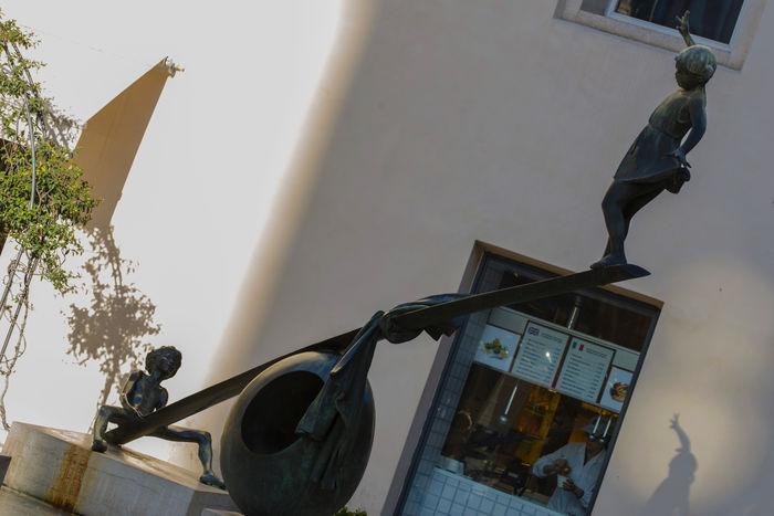 Altalena Fontana Dei Bambini, Vicenza Fountain Nereo Quagliato Piazza Delle Poste, Vicenza Shadow And Light Veneto Vicenza Italy