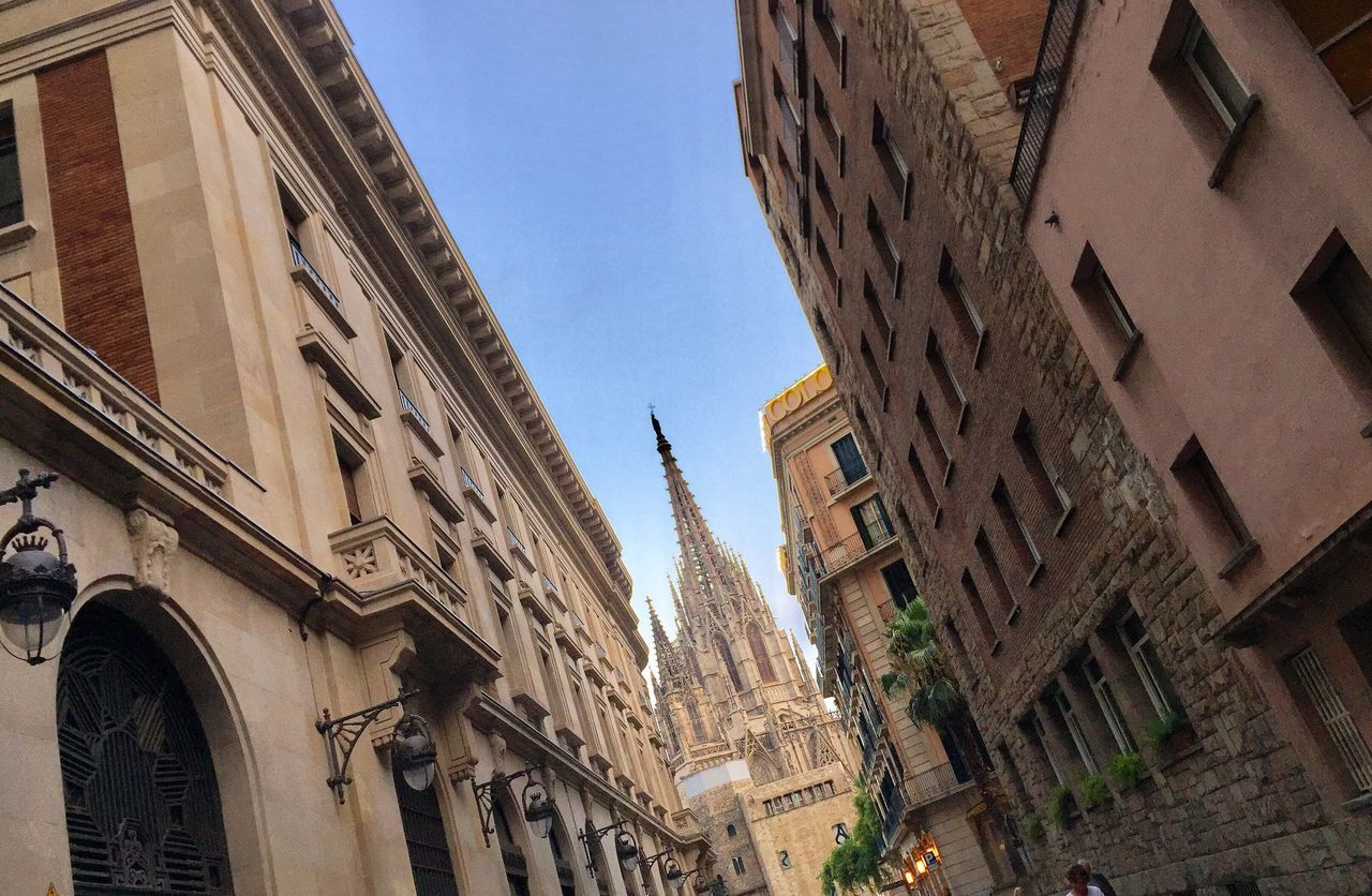EyeEm Selects Architecture Building Exterior Built Structure Low Angle View Window Day No People Outdoors City Clear Sky Sky Streetphotography Barcelona