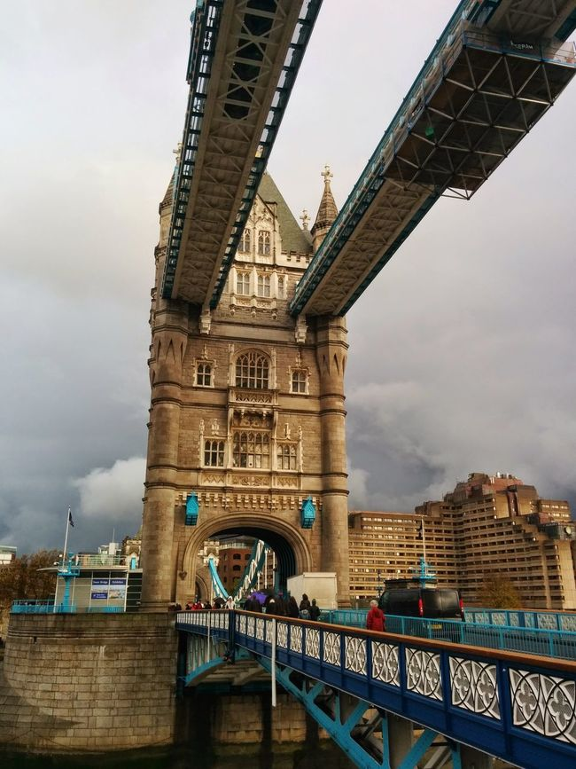 Monument Waterway Royal Water Boat Road Passage Tower Victorian Straight Architecture Unusual Direct View Through Bridge Tower Bridge  Towers