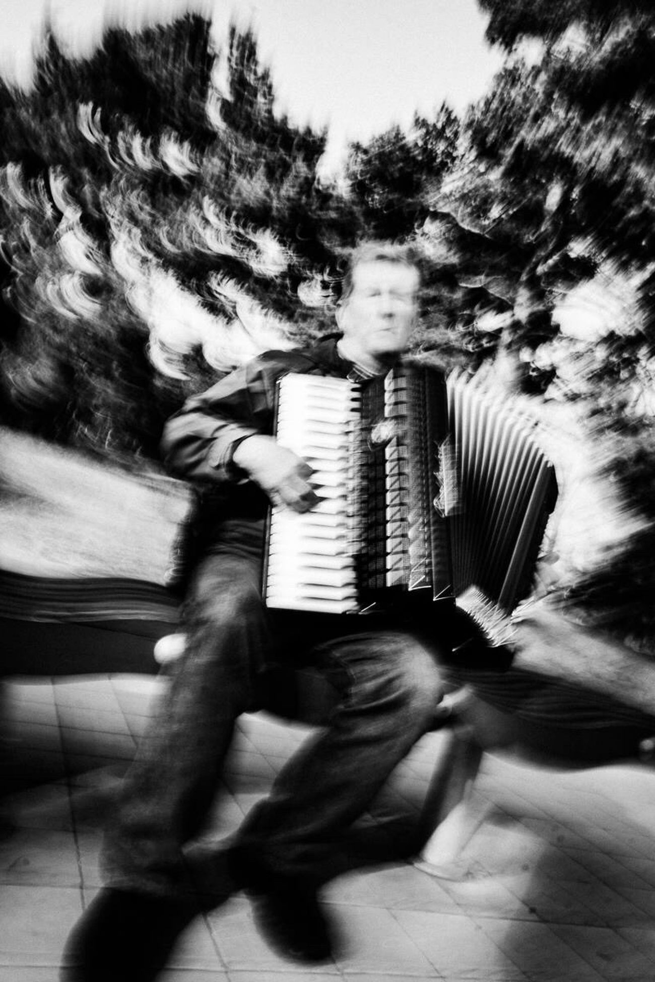 Streetphotography Blackandwhite Man Music Vibration Motion Real People Lifestyles