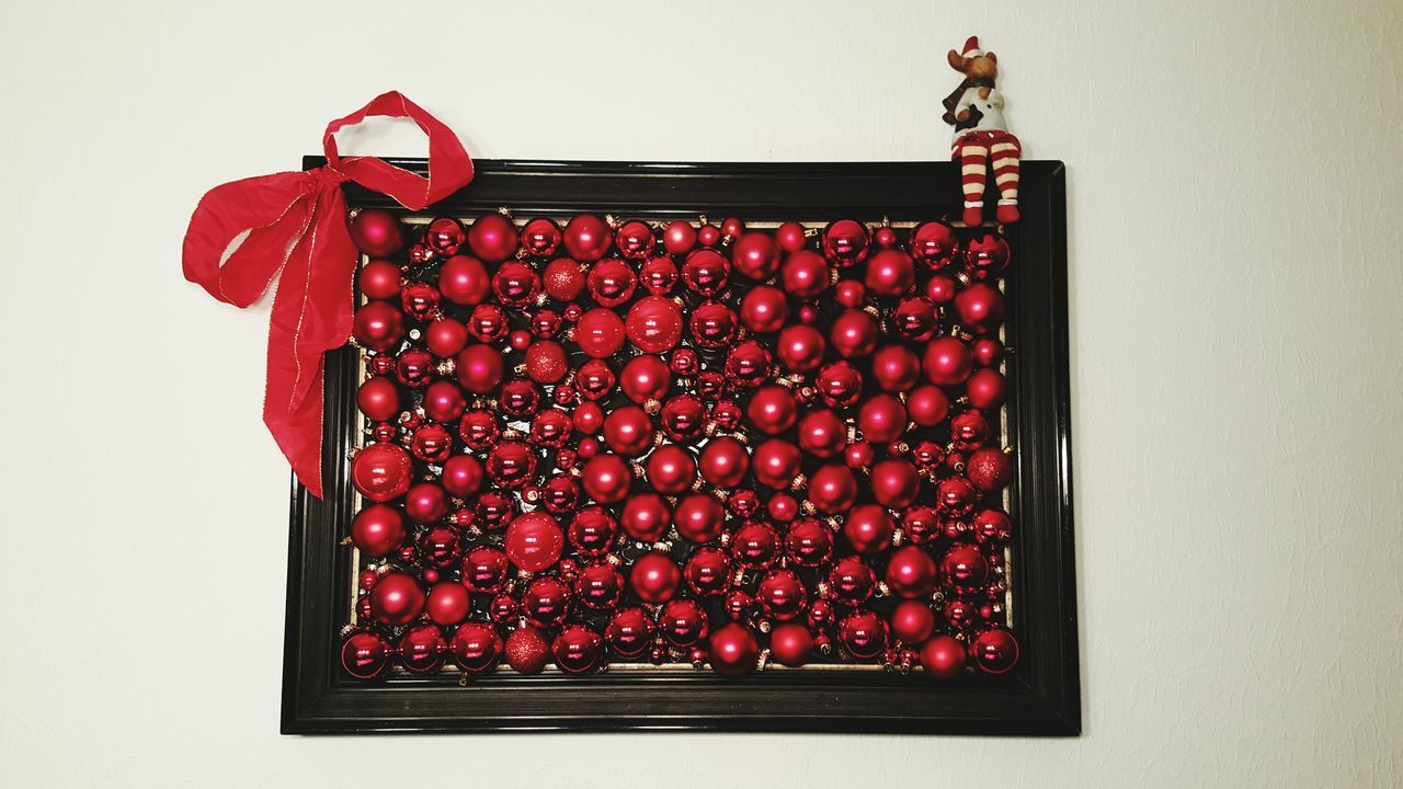 Christmas Balls Red Large Group Of Objects Vibrant Color Arrangement Card Design The Culture Of The Holidays Indoors  Germany Christmas Decorations Christmas Spirit Decoration Christmas At Home Sweet Home No People Focus On Foreground Glass - Material