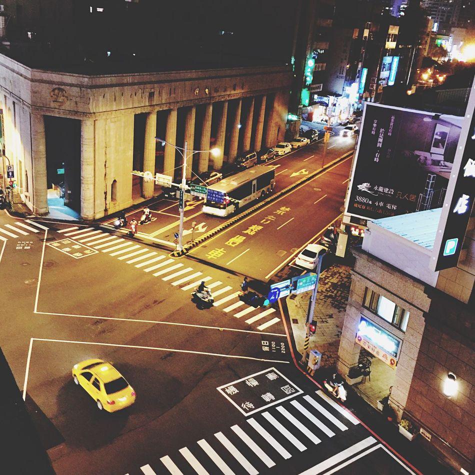 臺南 林百貨 十字路口 Taiwan Taiwan Tainan Tainan Streetphotography Streetphoto Street Street Light Road Trip Photo The View And The Spirit Of Taiwan 台灣景 台灣情 Enjoying Life EyeEm Best Shots Hello World