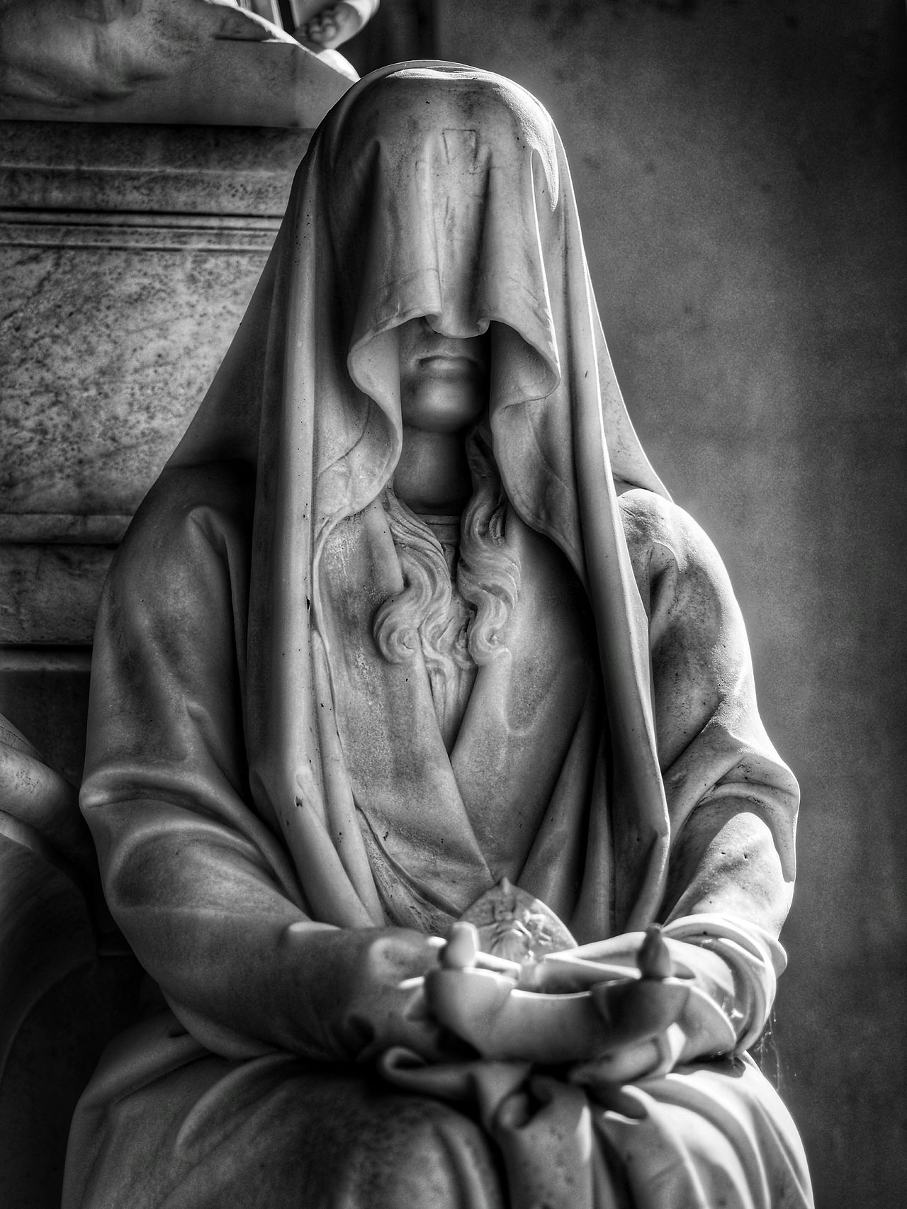 Religion Spirituality Statue Cemetery Cemetery_shots Cemetery Photography Graveyard Graveyard Beauty Artphotography Lightandshadow Blackandwhite Black & White Blackandwhite Photography EyeEm EyeEm Best Shots EyeEm Gallery Illuminated Artistic Expression Olympus OM-D E-M5 Mk.II Light And Shadow Light In The Darkness