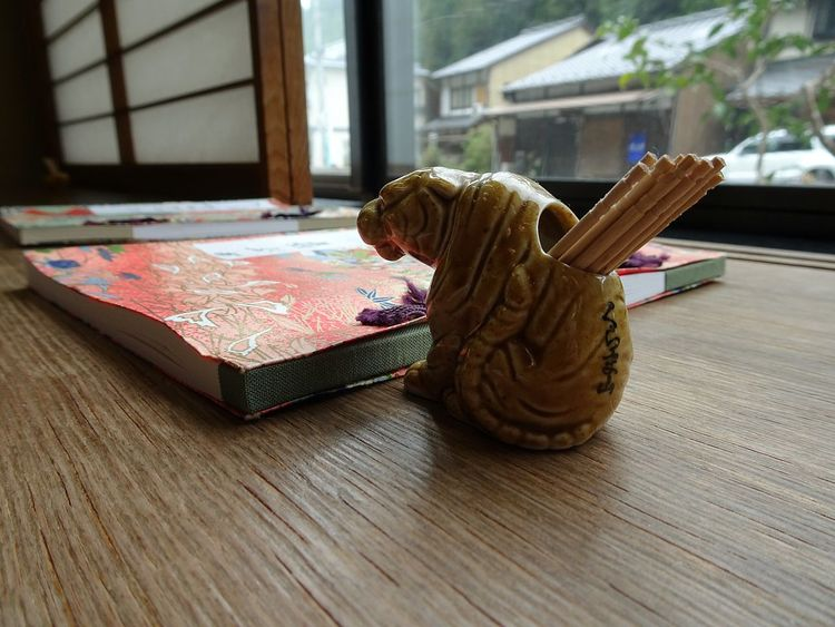 One Animal Tiger Pottery Toothpick Holder Notebook Japanese Paper Day No People Indoors  Japan Photography From My Point Of View Kurama Kyoto, Japan たぶん鞍馬寺の狛犬ならぬ狛虎の爪楊枝入れ。