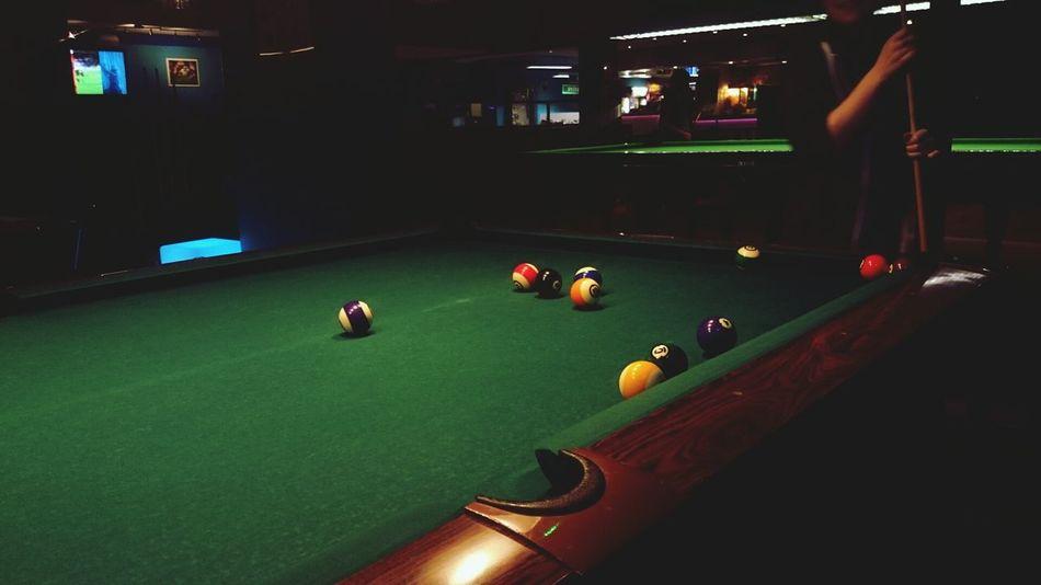Trevlig kväll med god mat och sedan biljard :) Biljard Playing Pool Spel Night Out