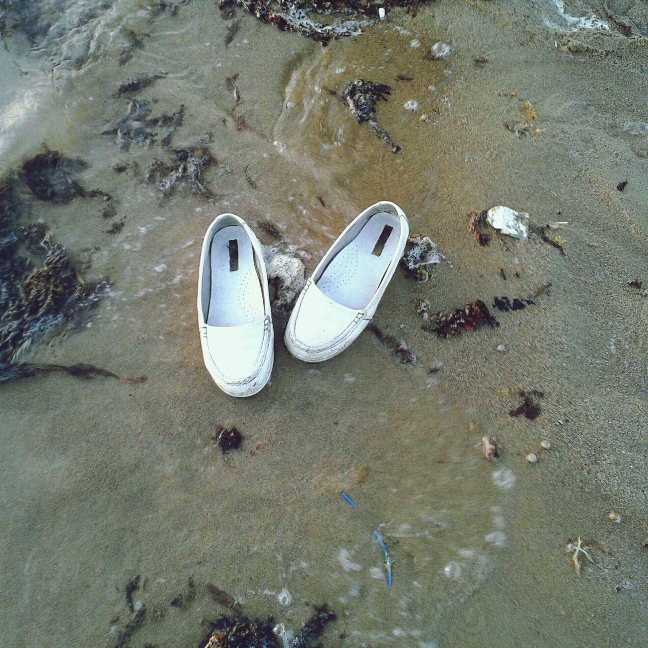 من تصويري ،، ! جزمة تصويري  البحر #ينبع جزمتي على شط ينبع XD