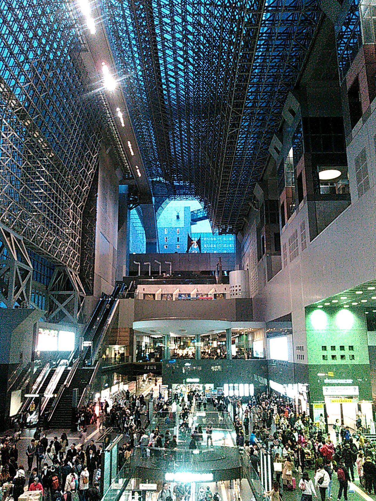 京都駅ビルから京都駅烏丸口改札前を見下ろす。 The Architect - 2016 EyeEm Awards 京都 Kyoto 京都駅 京都駅 Kyoto Station Kyoto Station 京都駅ビル Station