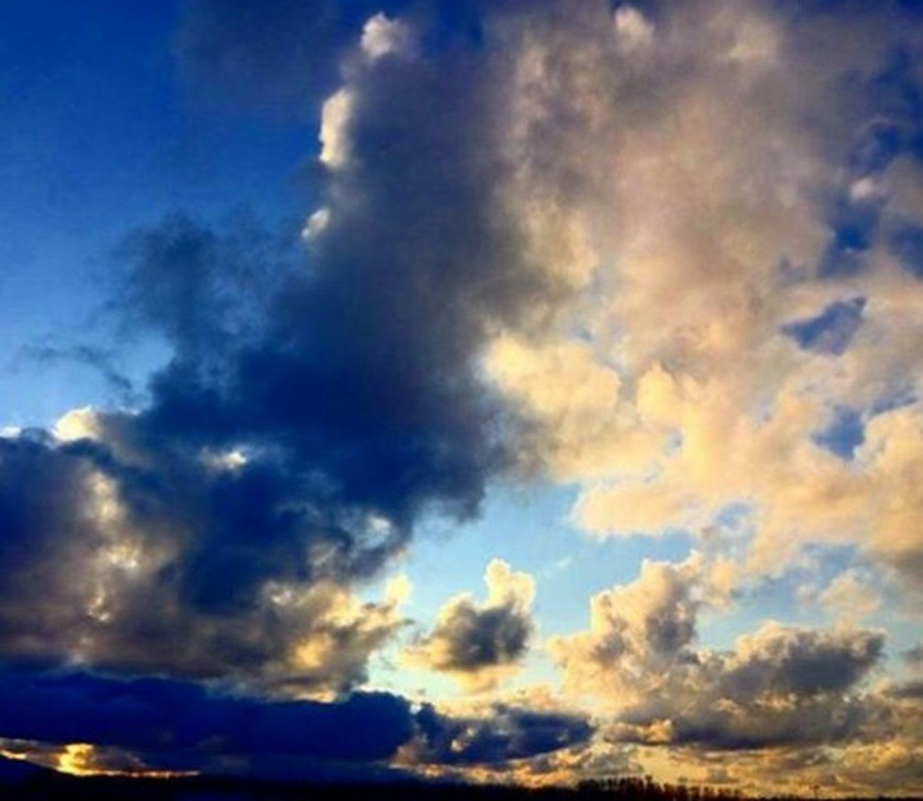 Sky Cloud - Sky Blue Dramatic Sky Nature Beauty In Nature Eye4photography  Sky_collection 3XSPUnity 空 Hello World EyeEm Best Shots EyeEm Nature Lover EyeEm Best Shots - Nature Taking Photos Nature Relaxing 雲 Day Love It Beauty In Nature Dramatic Sky