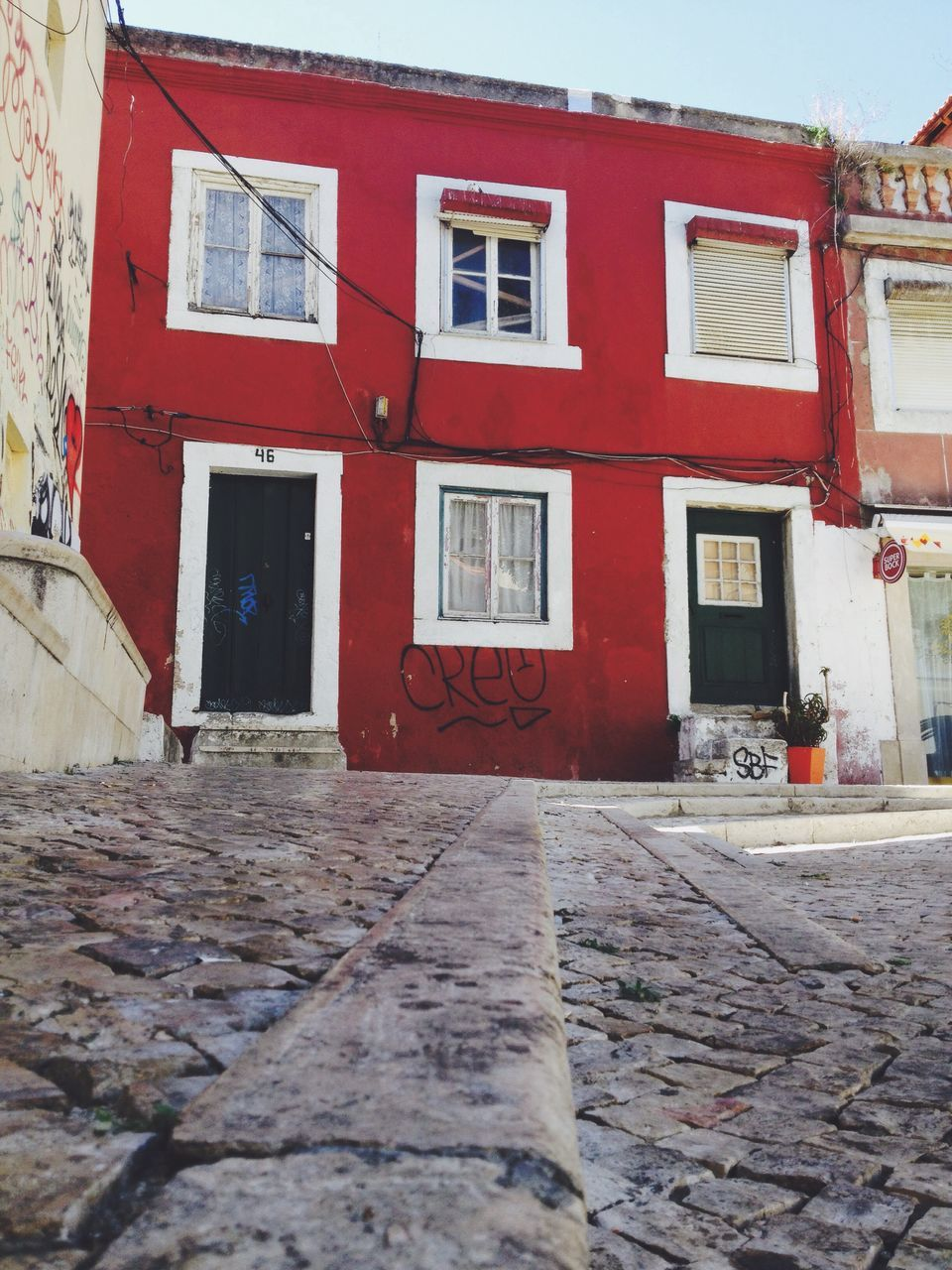 architecture, building exterior, built structure, house, window, outdoors, red, no people, residential building, day, city