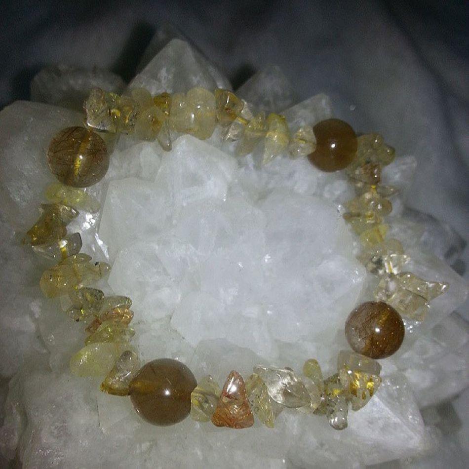 不定形 髮晶 配四粒 圓形 (8mm)髮晶 手串 優惠價$98 只有一條 水晶 礦石 天然水晶 優惠 特價