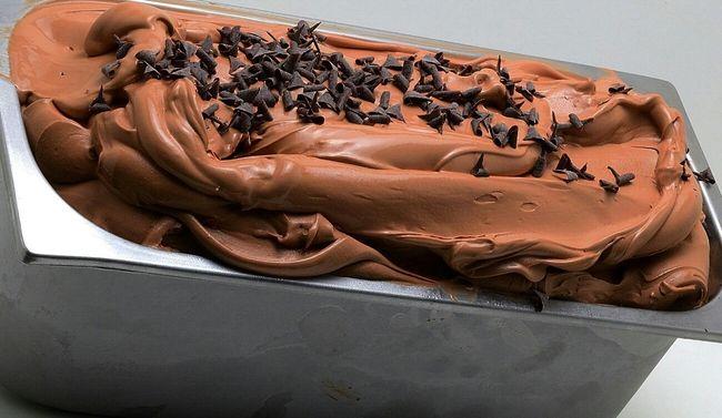 yo...es que estar haciendo esto y no poder quedarmelo solo para mi.....es una .....jajaja puestos a YaPecoYoPorTi pues a medias...estoy con dos melocotones desde la mañana....y venga a provocar con Soft And Sensual y Sweet Skin y claro....no es lo mismo ya puestos pongo el pecado por excelencia...para mi claro Ice Cream de chocolate mmmmm feliz finde dears......