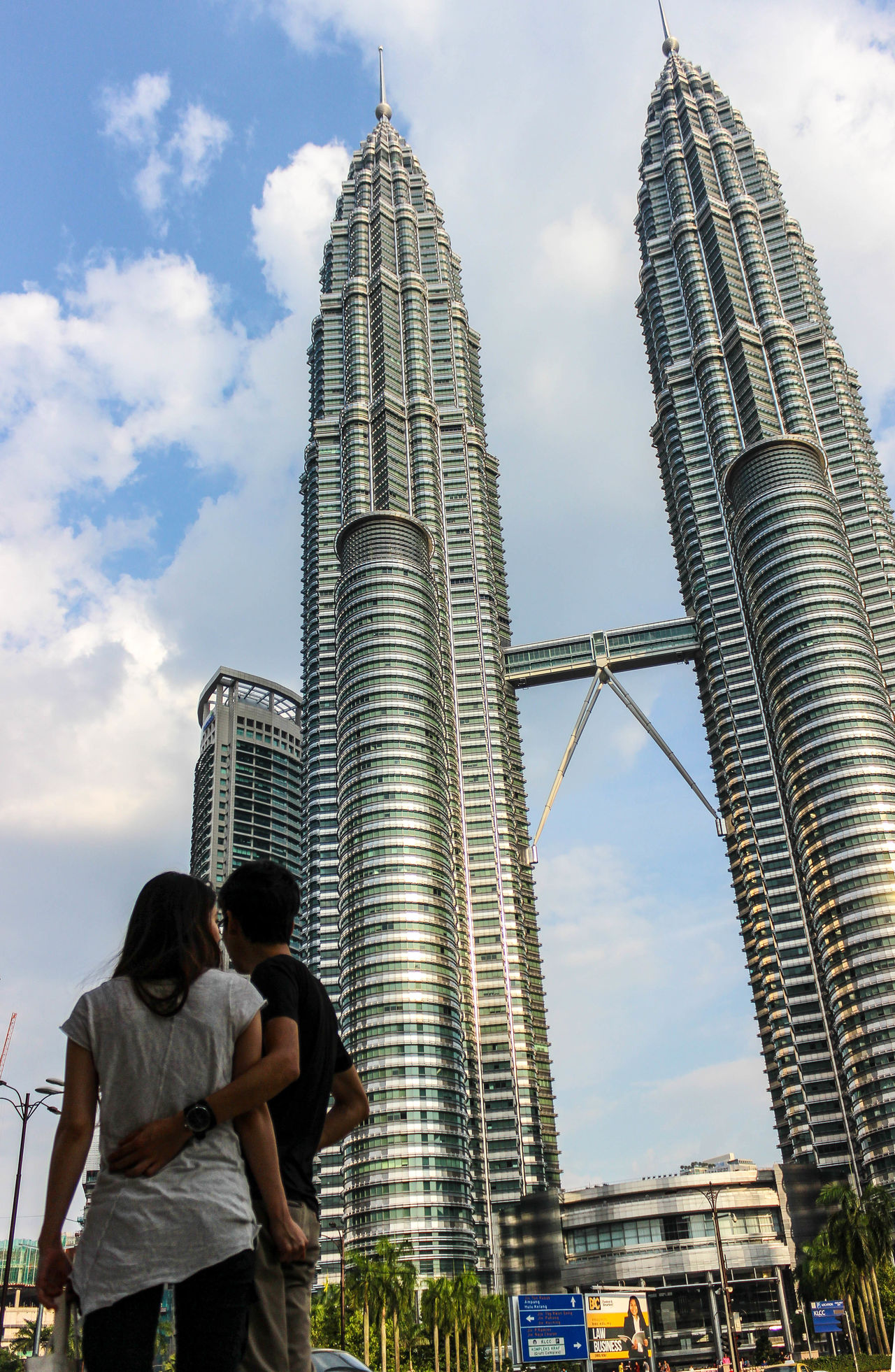 People And Places Building Exterior Built Structure Architecture Skyscraper Tower Tall - High Sky Lifestyles City Modern Outdoors Day Cloud - Sky KLCC Twin Towers KLCC❤❤ Klcc Couples❤❤❤ Couple Couples Shoot Couple Photography