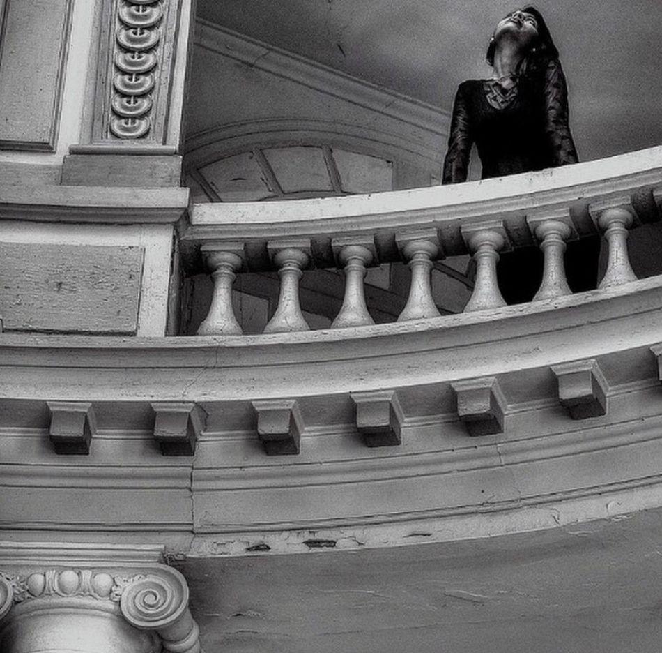 Coup de théâtre ... Bretagne Urbex Blackandwhite Noiretblanc Monochrome Model Pretty Beautiful Beauty Beauty Of Decay
