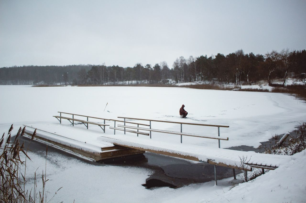 Beautiful stock photos of angeln, Cold Temperature, Day, Frozen, Incidental People