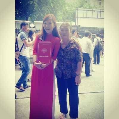 A woman always be my side no matter what ... Withmom Throwback HUFLIT Graduationceremony