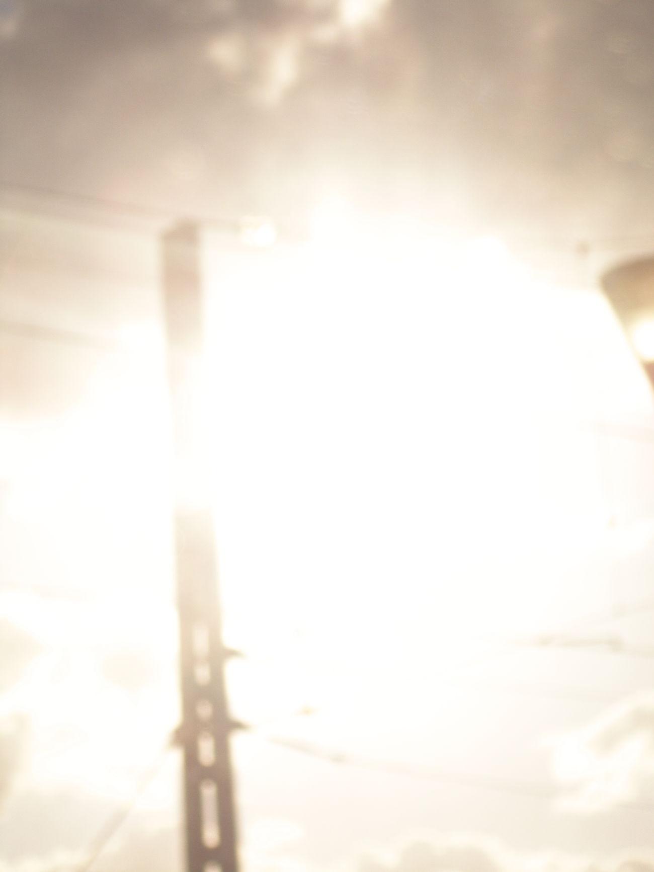 Suena 🎶🎧 Páginas tuyas. FabiánTranquilidad Tranquility Antenas Lights Luces Light Luz Blanco White Tesis99 Window Ventanilla Ventana View Vistas Tren Train Travel Viajar Trayecto Route Routes Blurred Transport Sun