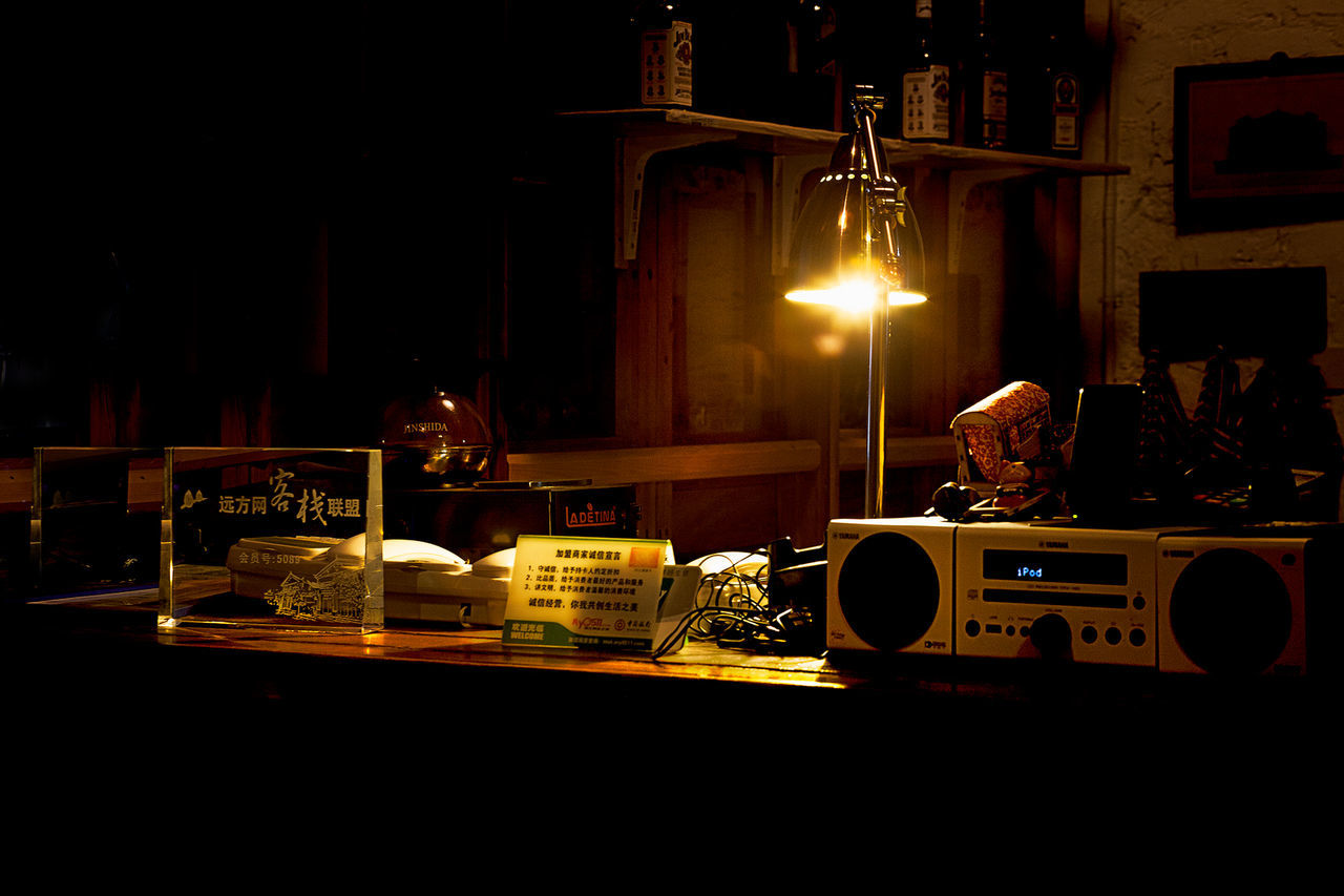 酒吧(二) Night 休閒 播放器 時尚 暖色调 檯燈 燈光 酒吧 音樂