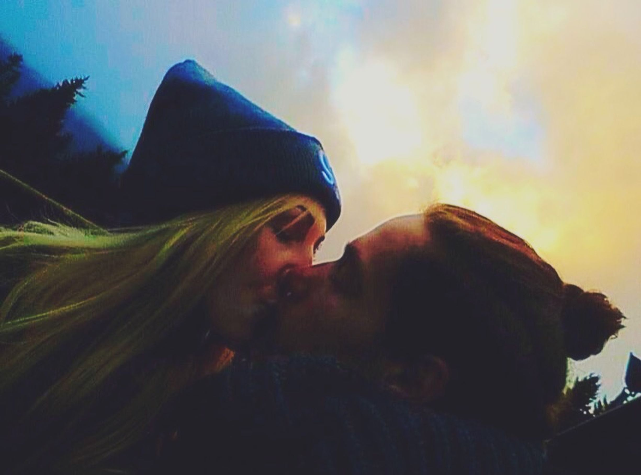 Everyday, I'm learning about you the things that no one else see's. Couple DREAMTEAM Soulmates Love Lovely Kiss Love Your Kisses Sky Cloudy Colours