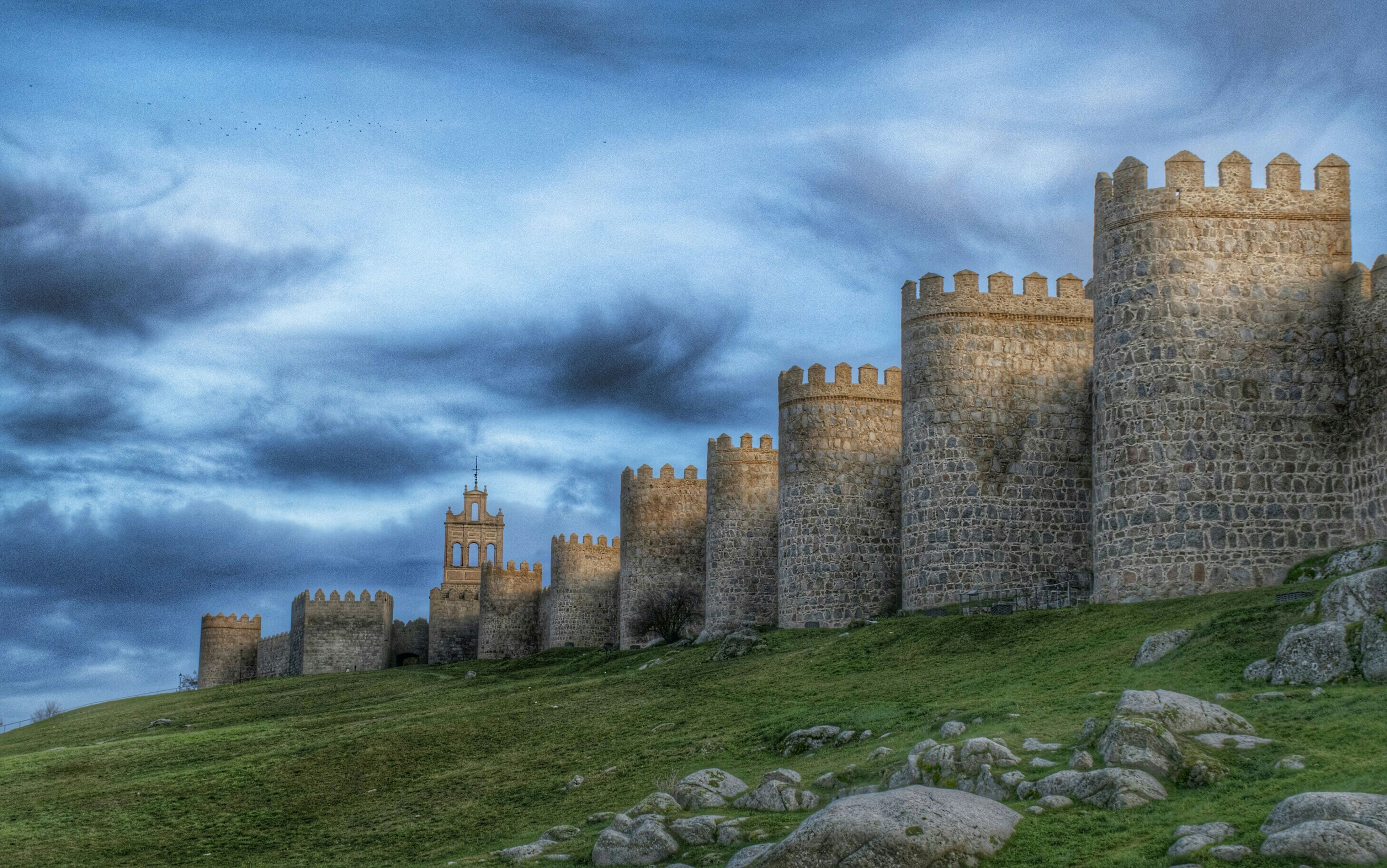 architecture, built structure, building exterior, sky, cloud - sky, history, old ruin, cloudy, the past, grass, old, stone wall, ancient, cloud, castle, tower, ruined, low angle view, day, travel destinations
