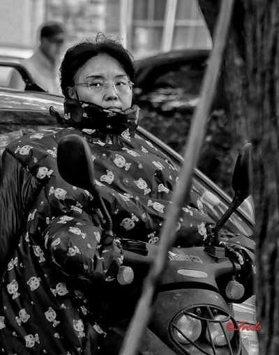 Winter Is Coming... Lifestyles Three Quarter Length Person Casual Clothing Day BEIJING北京CHINA中国BEAUTY Street Photography Street Photos😄📷🏫⛪🚒🚐🚲⚠ China In My Eyes My Beijing 2016 Eye4photography  People And Places. EyeEm Gallery Difficult Life Human Interest Beijing, China Eye4photography  Facial Expression Mode Of Transport HUMANITY Streetphotography_bw