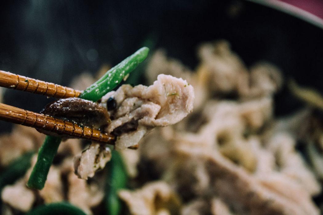 Blurred Chopsticks Cooking At Home Cooking Dinner Cooking Time Delicious Eating Elingi Mushrooms Enoki Mushrooms Freshness Frying Pan Grilling Holding Kidney Beans Mashrooms Meal Meat Pork Preparation  Process Ready-to-eat Shimeji Mushrooms Sizzle Skillet Taste Good