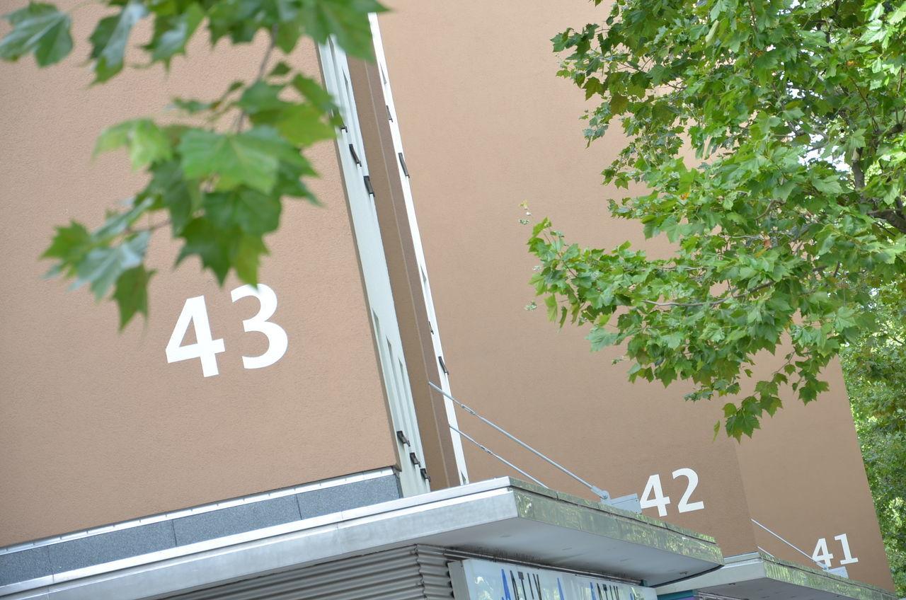 Housenumber 41 4142 43 42  Hausfassade Hausnummer Facades Numbers Only Number Behindthetrees Numberporn Nummer Nummern Berliner Ansichten Visitberlin Housenumbers Streetphotography