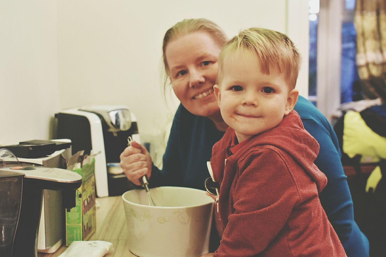 Baking with nanny 🎂🍰🍩 Learn & Shoot: Working To A Brief Baking A Cake Baking Cupcakes Baking With Grandma Baking With The Kids EyeEm Gallery Hanging Out Check This Out Preparing Food
