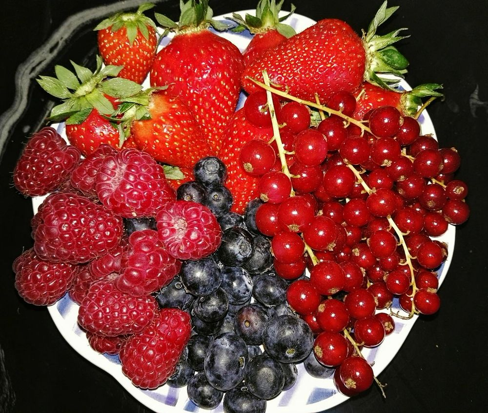 Colors Colorfull Fruitporn Fruits Strawberries Blueberries Raspberries Taking Photos Check This Out Hello World Enjoying Life Enjoying Photography Capture The Moment Fruitsplosion Fruits ♡ Fruits Lover Food Foodporn Food Photography Foodie Foodgasm Foodpics Food Porn Foodphotography Foodlovers