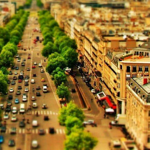 tilt shift paris (series) - avenue de la grande armee _________________________________ Tiltshift Paris Parisjetaime Photography Snapseed Miniature Selectivefocus Effect Tiltshiftparisseries Series Tiltshiftparis