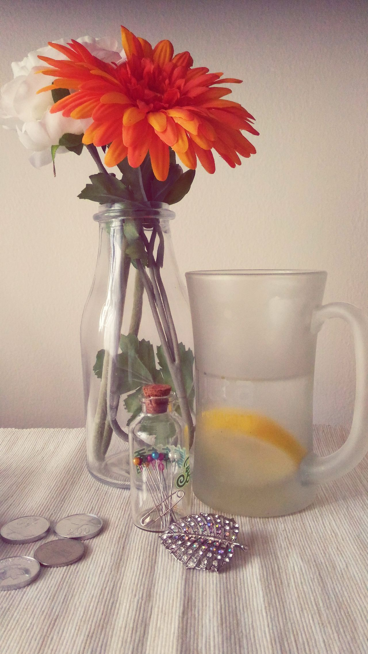 On the busy and buzz day...why I still feel lonely? I am waiting for you... Flower Indoors  Personal Perspective Lifestyles Eye For Photography City Apartment Life Lemonwater Brooches