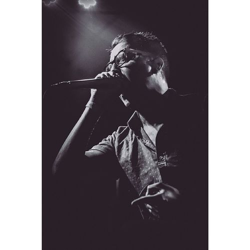 Re edited some old stuff I have on my hardrive and this shot of my bud Rory seemed appropriate since I've been listening to Dayseeker's 'What It Means To Be Defeated' album non stop, album perfection in my eyes. #dayseeker #rory #roryrodriguez #whatitmeanstobedefeated #vocalist #epphotography #otcpress #ontour #blackandwhite #tinted #photography #orangecountyhardcore #orangecounty