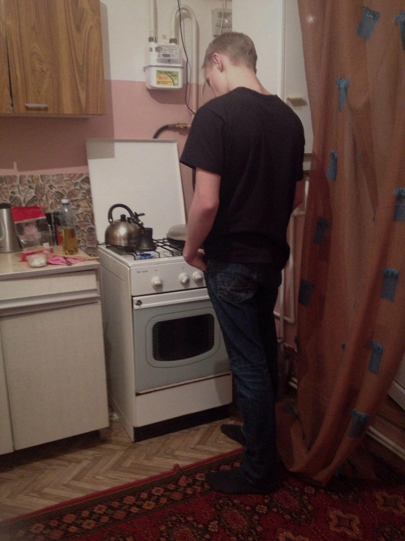 мой мужчина вариткофе и готовит ужин