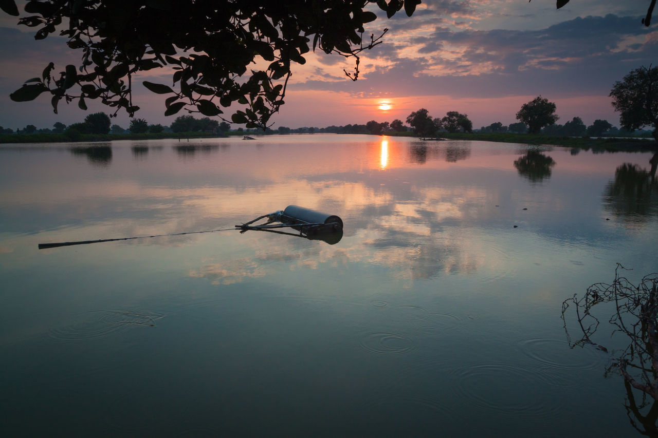 Morning show Reflection Lake Water Cloud - Sky Outdoors Beauty In Nature Sky Nature Sunrise Morning Light Morning Morning View Morning Glow Morning Glory Morning Sunrise Water Reflections Landscape Beauty In Nature Nature