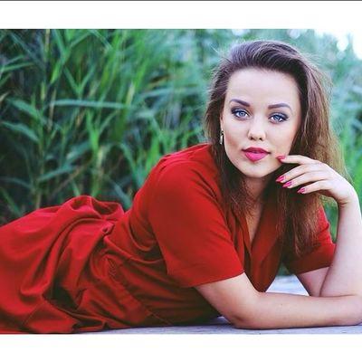 Ladies Madam Girl Polishgirl Photomodel Landroses Kate Romantic Style Fashion Red Dresses Smile Love Heart Dream Memories Photo Lovley  Top Germany Photography 💋🔜