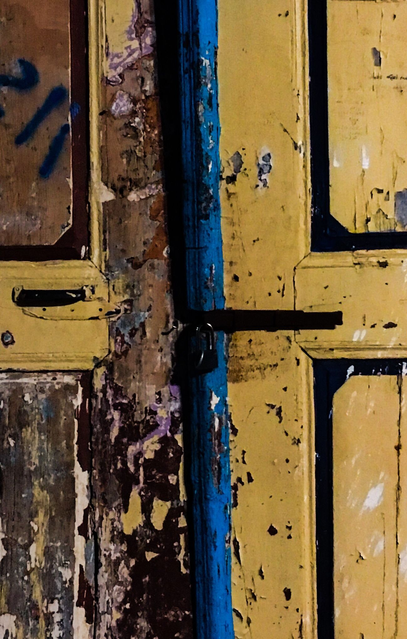 Close-up Old Weathered Full Frame Yellow Textured  No People Peeling Off Abandoned Day Outdoors Bad Condition Backgrounds Doors Millennial Pink Close Lock Gates Lock
