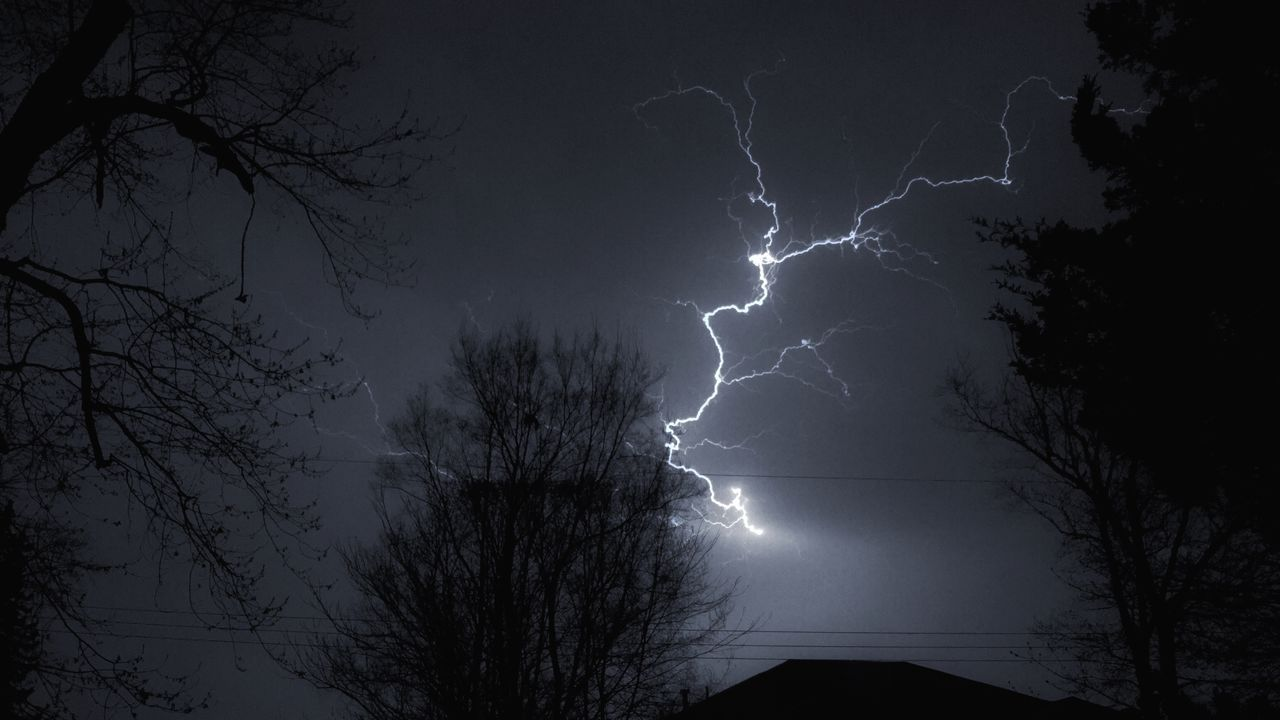 Black & White Black And White Blackandwhite Iphone6 IPhoneography Iphoneonly Lightning Lightning Bolt Lightning Storm