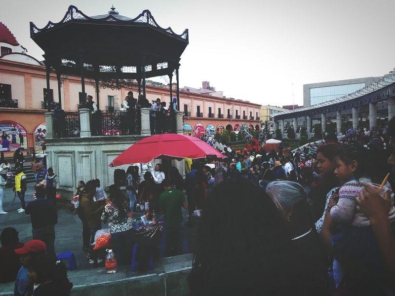 """Mexico City People Day Personas En La Ciudad Vida Se Diferente! Kiosco  Architecture Building Exterior Large Group Of People Built Structure Crowd Outdoors City Adult Performance Adults Only Tree Sky Only Men quiza son personas con las que nos cruzamos todos los dias pero que no llegaremos a ver hasta que nos quitemos esa venda de los ojos llamada """"prejuicios"""""""