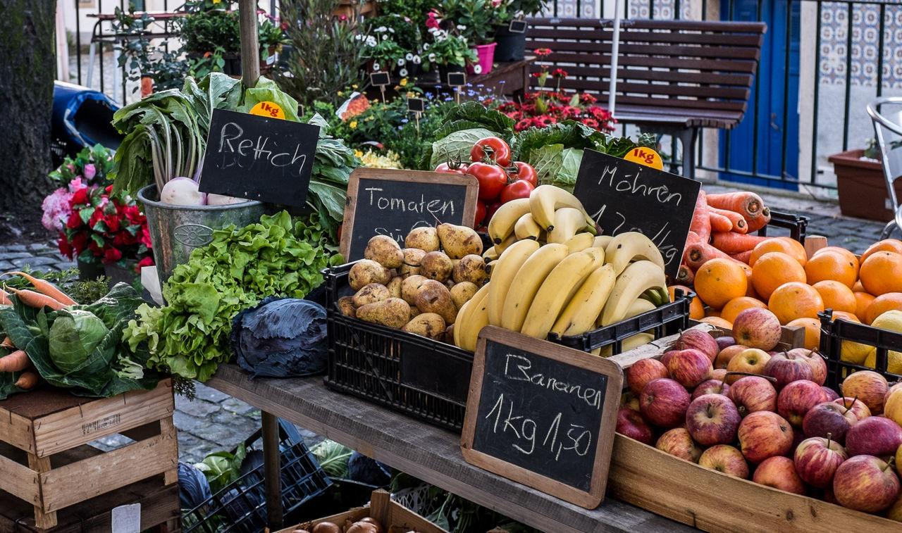 Beautiful stock photos of banana, Abundance, Banana, Basket, Communication