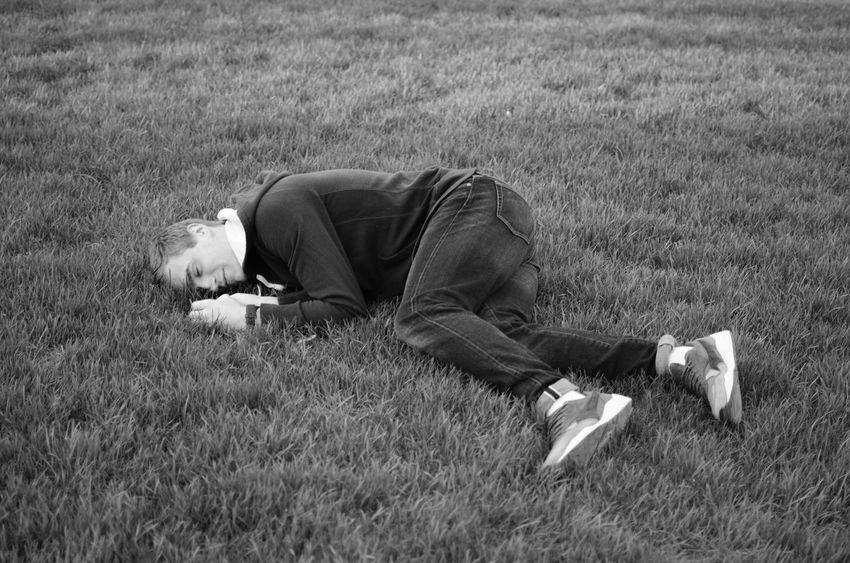 Drunk Drunk May миртрудмай  май весна сон спит пить алкоголь водка плохо газон Grass Friend друг