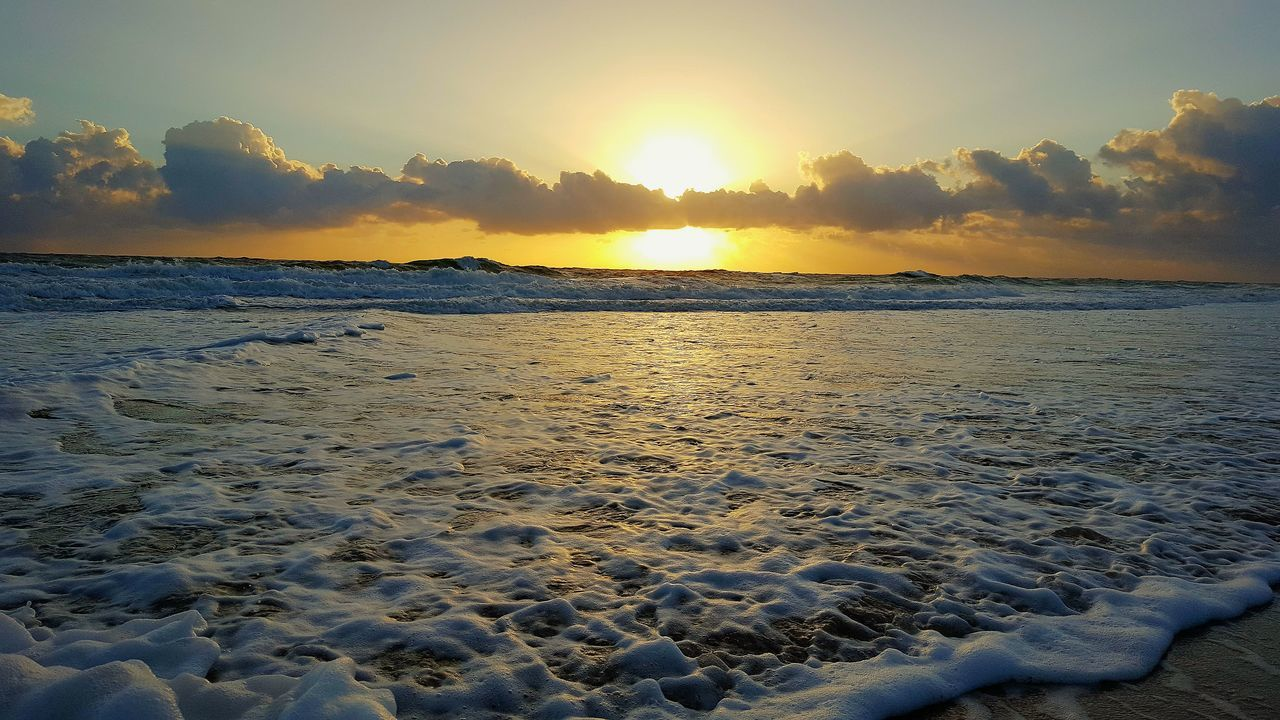 sunset, sea, sky, nature, scenics, beach, beauty in nature, sun, tranquility, tranquil scene, water, outdoors, sand, sunlight, cloud - sky, horizon over water, no people, idyllic, wave, day