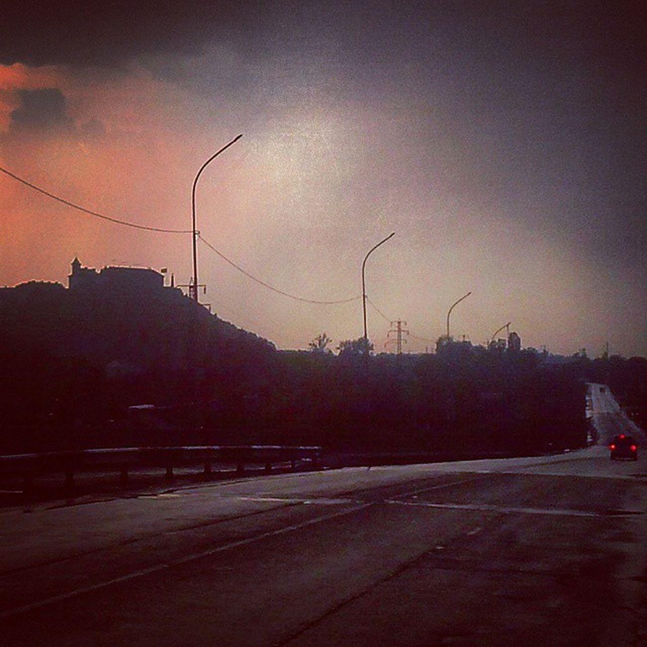 Вїзд в Мукачево, через кілька хвилин почалася гроза Паланок