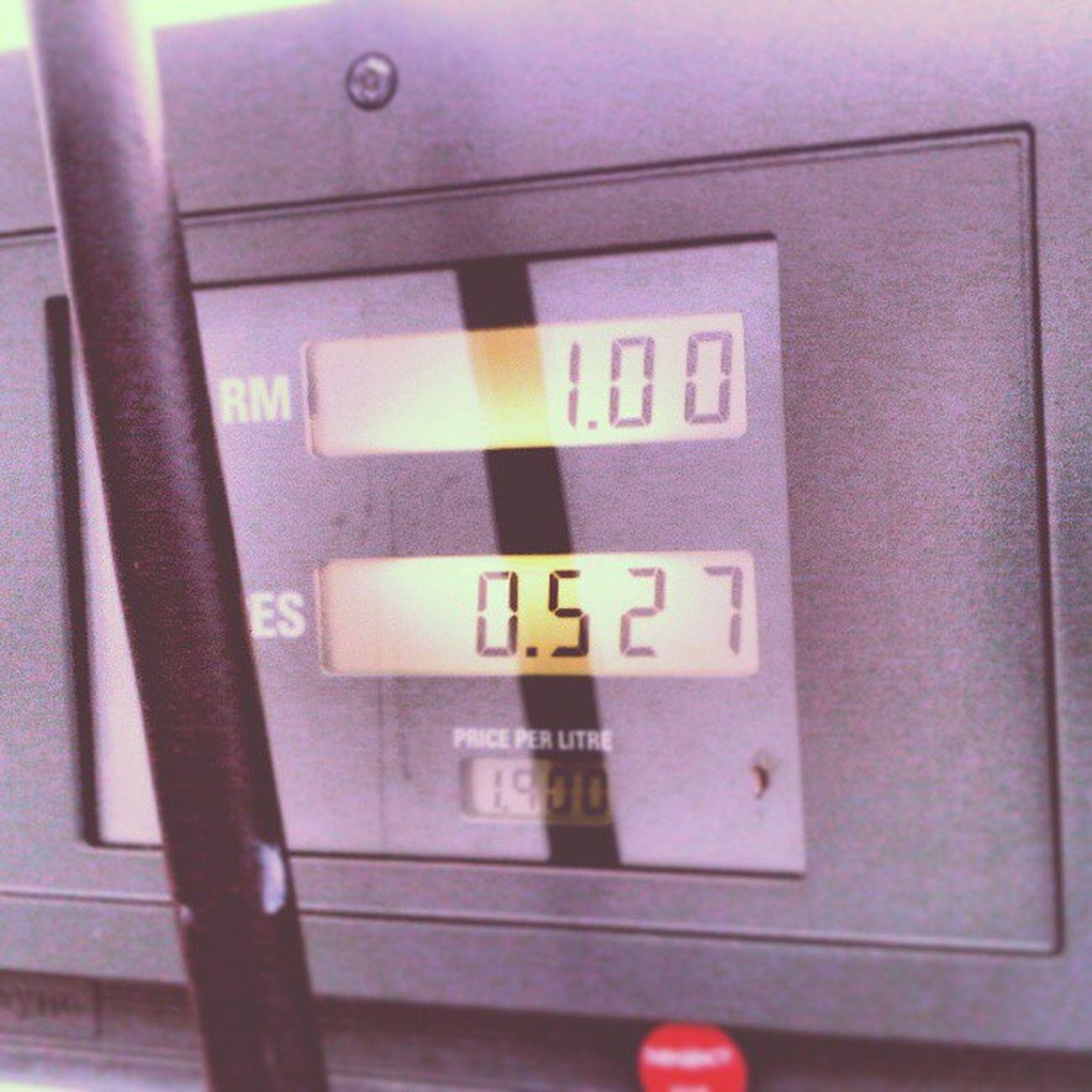 Kegawatan ekonomi beb, singgit je la isi minyak, tapi bukan ak ar, rader dpan nek ex5 haha Petrol Ron95 Petronas Today saving