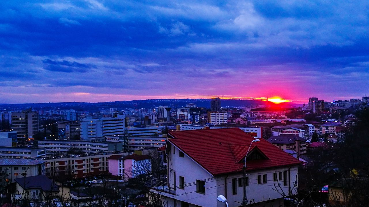 Iasi Amazing View City Architecture Cloud - Sky Urban Skyline Illuminated Explore The City Sunset Firesky Pornsky  Cloudporn Lightroom Wallpaper Wonderland Aroundtheworld Justfeelit VSCO Vscocam Vscophile EyeEmNewHere FirstEyeEmPic