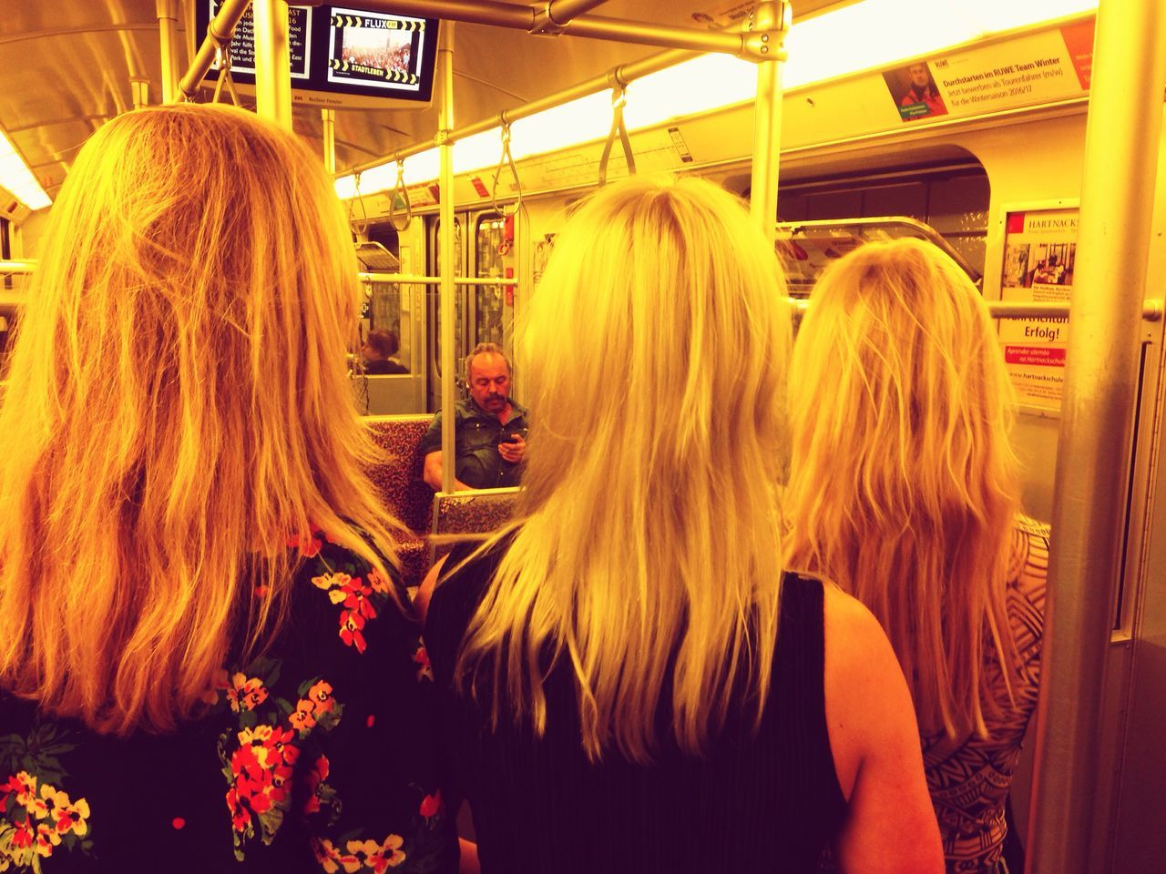 Three shades of blond - and a matching pole. Rear View Blond Hair Medium-length Hair Bonding Young Women Commuting Matching Friendship Goals Ubahn Berlin Dutch Girls Togetherness Public Transportation Standing